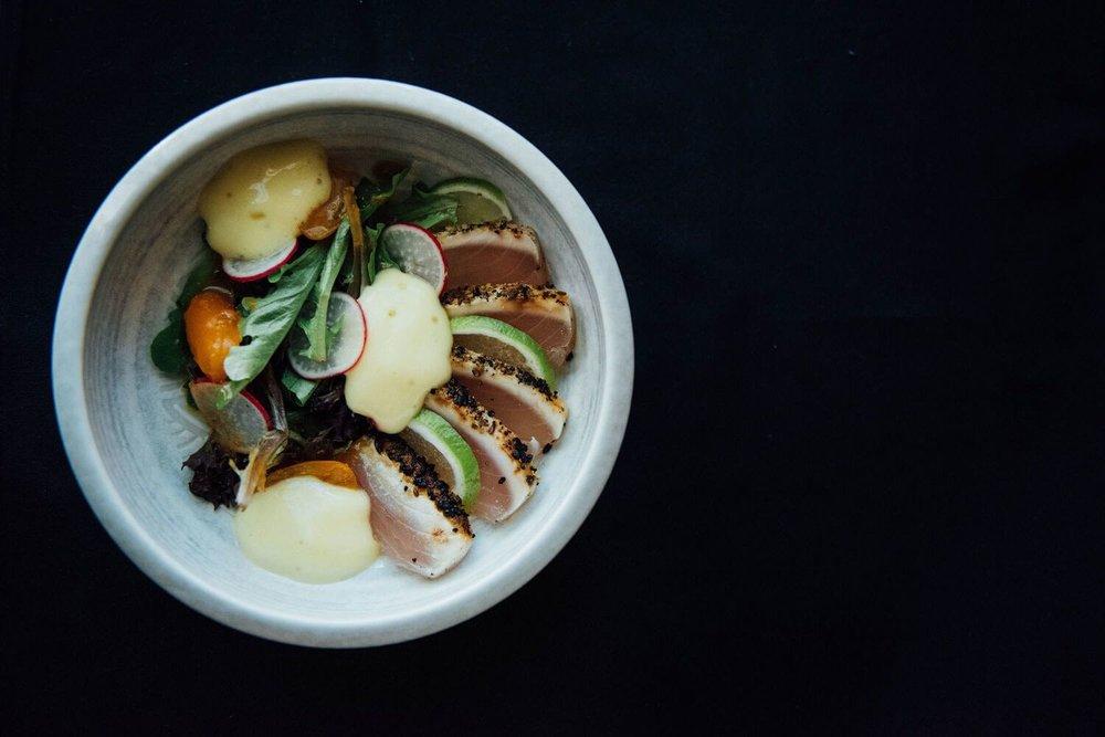 restaurant-cho-asian-brasserie-st-henri-montreal-tuna-tataki-salad.jpg