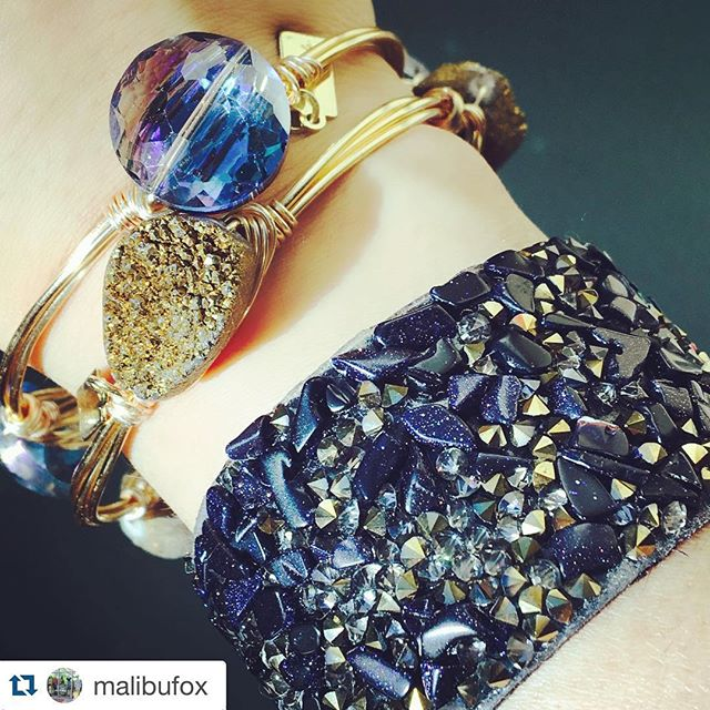 "≪≪ LoVE this look created by @daniellegarrow at @malibufox with her @ellazjewels ❥❥ #Repost @malibufox with @repostapp. ・・・ 🔷🔶{Beautiful Hues} Always need a bit of sparkle in your outfit! Love my ""Stardust Bracelet"" paired with my fave jewels bangles by @ellazjewels. These make great gift ideas! styled by @daniellegarrow  #malibufox #stylist #ellaz #bangles #sparkle #jewelry #ShopLocal #HolidayShopping #HolidayGiftGuide #srq #sarasota #utc"