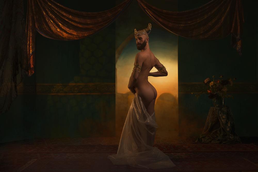 Gerard Reyes, personnifiant Mata Hari