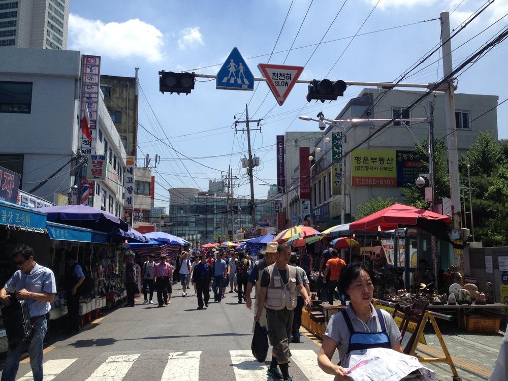 Flea market in Dongmyo