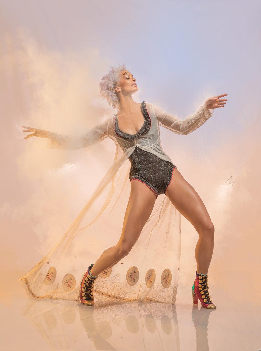 @Thefashionablelampoon #fashion magazine #dancer @vanity_fairr.jpg