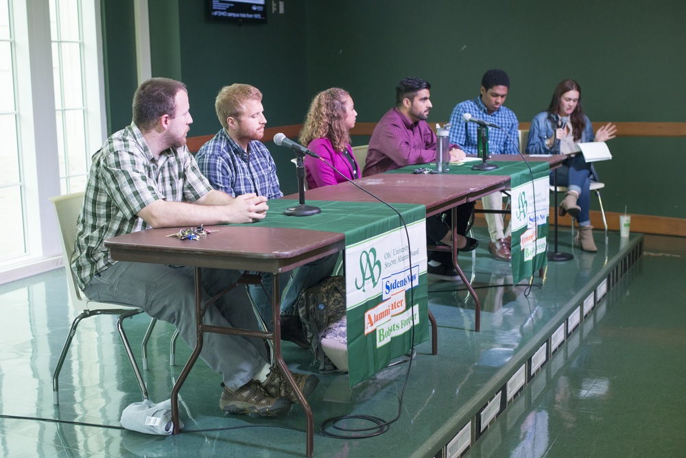 Alumni of Ohio University sit on a panel and answer questions from students about higher ed.