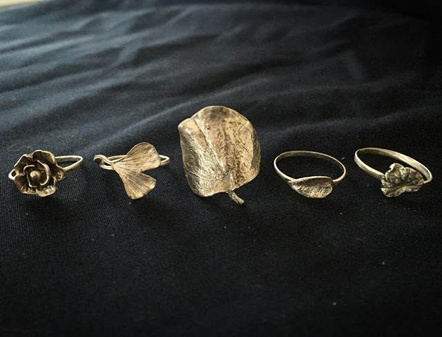 Very excited to about this new botanical ring collection I finally had time to create! All solid sterling silver castings from plants and leaves - a rose bud, ginkgo leaf, lily pad, tiny leaf, and ivy (from left to right). Will be listing these on the Etsy ship tomorrow with custom sizes 🌿🍂#metalsmith #handmadejewelry #handmade #sterlingsilver #jewelry #silversmith #botanical #natureinspired #ginkgoleaf #rose #leaves #etsy #etsyshop #vsco