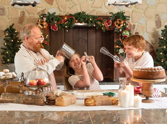 My very first shot taken at this holiday session... one of my FAV's !!!! 🤣🤣 I mean, what a fun family! 🎄#ramsteinphotographer #kmcphotographer #weihnachtsdekoration #mtm_holidays