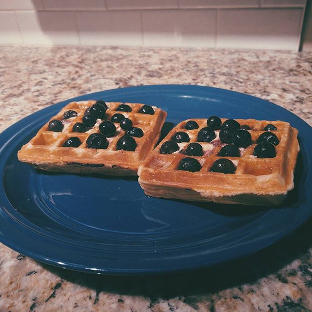 Belgian waffles? Check. ✔️ Blueberries? Check. ✔️ Maple syrup? CHECK. 😋 The ingredients to any good Canadian's proper breakfast. Happy Canada Day everyone! 🍁