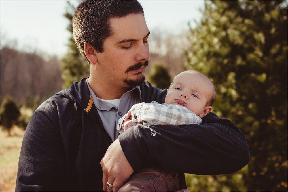 brittney-nestle-photo-barnes-family-christmas-portraits-frostee-tree-farm.jpg