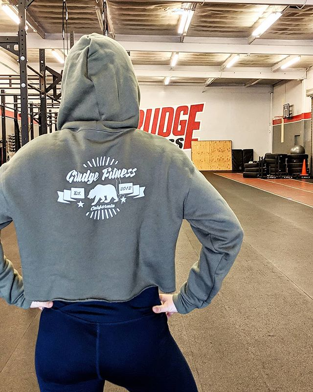 Our Grudge Fitness apparel is up and ready for orders! Our General Manager, Leigha, is wearing the Cali Bear Women's Fleece Cropped Hoodie in military green. It is super warm and soft to the touch. . . . Our apparel store is grudgefitmerch.com! Every order is dropped shipped directly to your home! Send us a picture of you in our apparel and tell is how you like it 🙌🏻🤩🔥
