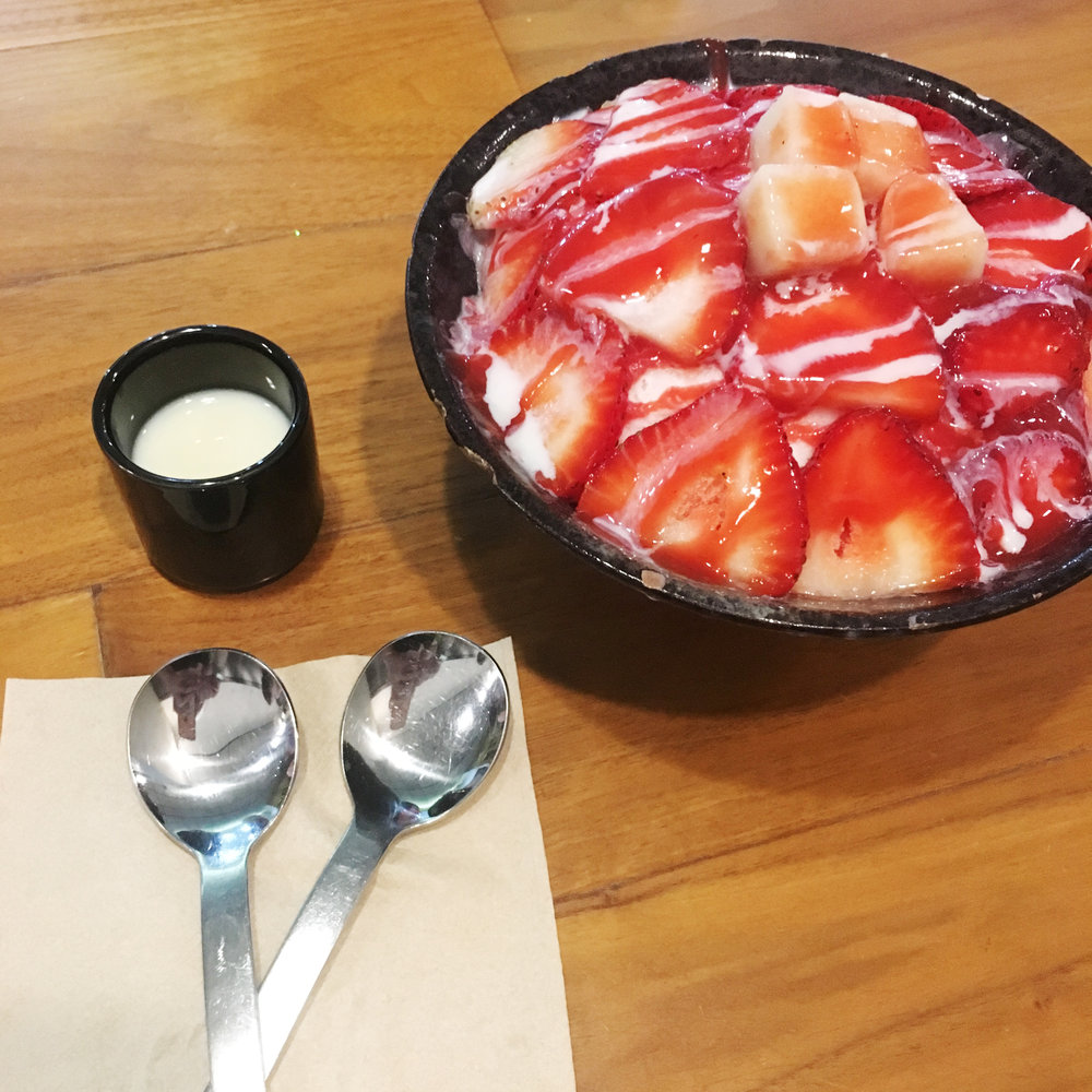 Strawberry bingsoo @ Sul & Beans
