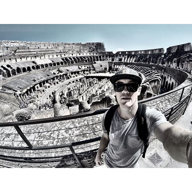 This place is insane! One of the coolest things I've since on the trip so far 👊 🇮🇹 #colosseum #rome #italy #europe #summer #holiday #wildwill #boxing #gladiator