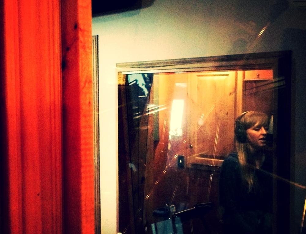 Jo sing@studio.jpg