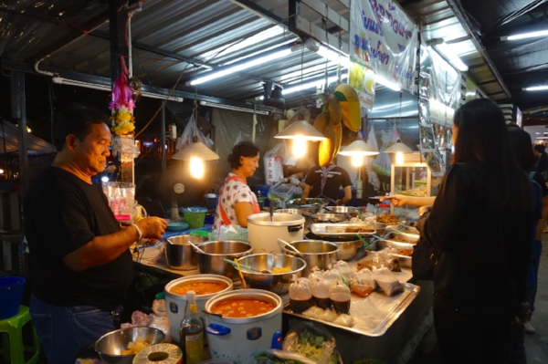 A typical street-side vendor selling dinner to go, usually sold for $1 or $2 per meal