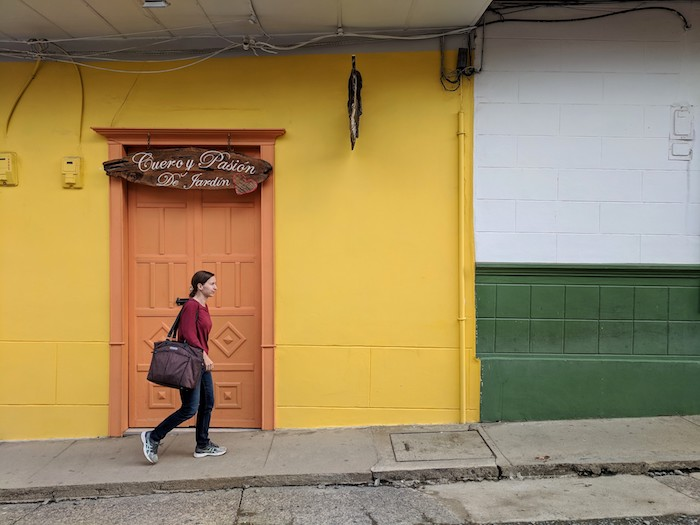 Jardin-Colombia-laptop-handbag1.jpg