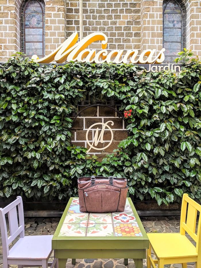 Jardin-Colombia-laptop-handbag6.jpg