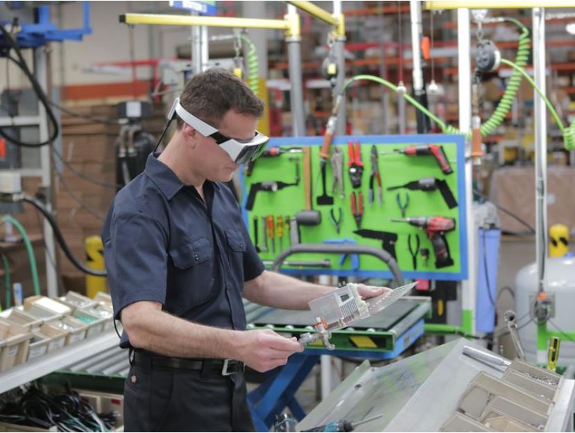 Estas gafas inteligentes podrían usarse de este modo en una fábrica                                       Daqri