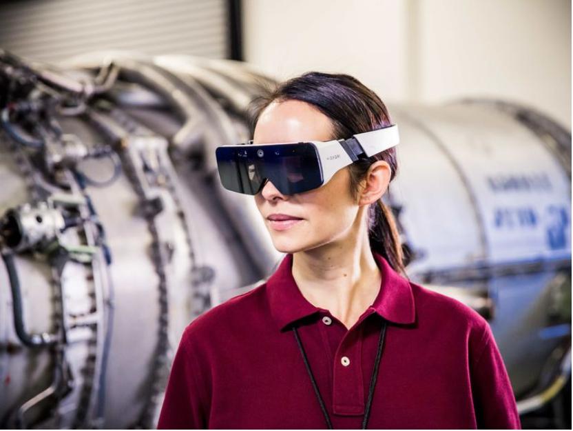 Daqri sort des lunettes de réalité augmentée en complément de son casque de chantier