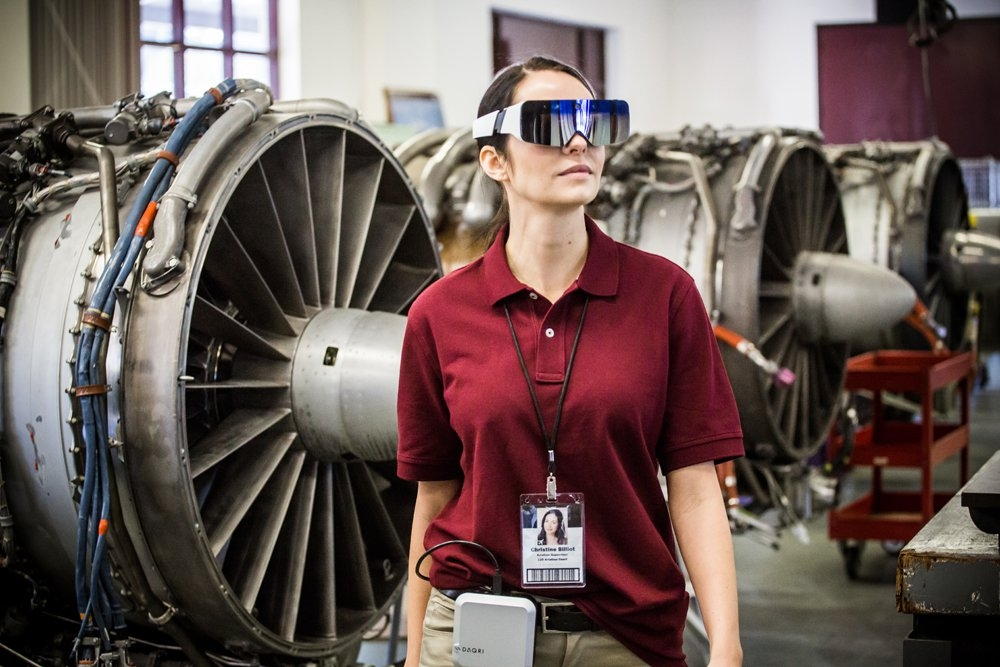 The lighter form factor of the Daqri Smart Glasses will make them easier to use in industrial environments as well as control rooms