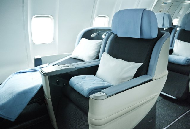 Spacious and extremely COMFORTABLE  seating when you fly la compagnie to london or paris on this business only airline