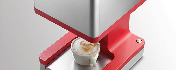 a few seconds later your coffee with a latte art or a personal message in the foam is ready