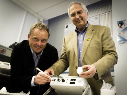 Dr Michael Lerch and Professor Anatoly Rozenfeld, developers of a hand-held radiation detector to be used by medicos