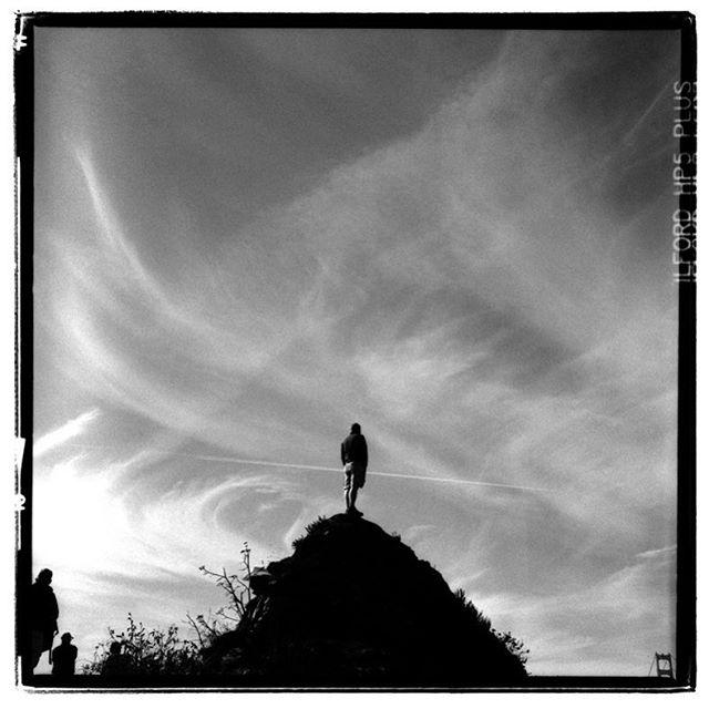 "LIFE SQUARED - ""vantage point"" © 2018 Peter DaSilva. #summer #season #goldengatebridge #clouds #vantagepoint #sanfranciscobay #120 #ilford #hp5 #bw #film #fullframe  #rollieflex #3_5e3 #filmisnotdead #filmlover #6x6 #analog #nophotoshop #filmphotographer #pdsphoto #peterdasilva #analogueposse"