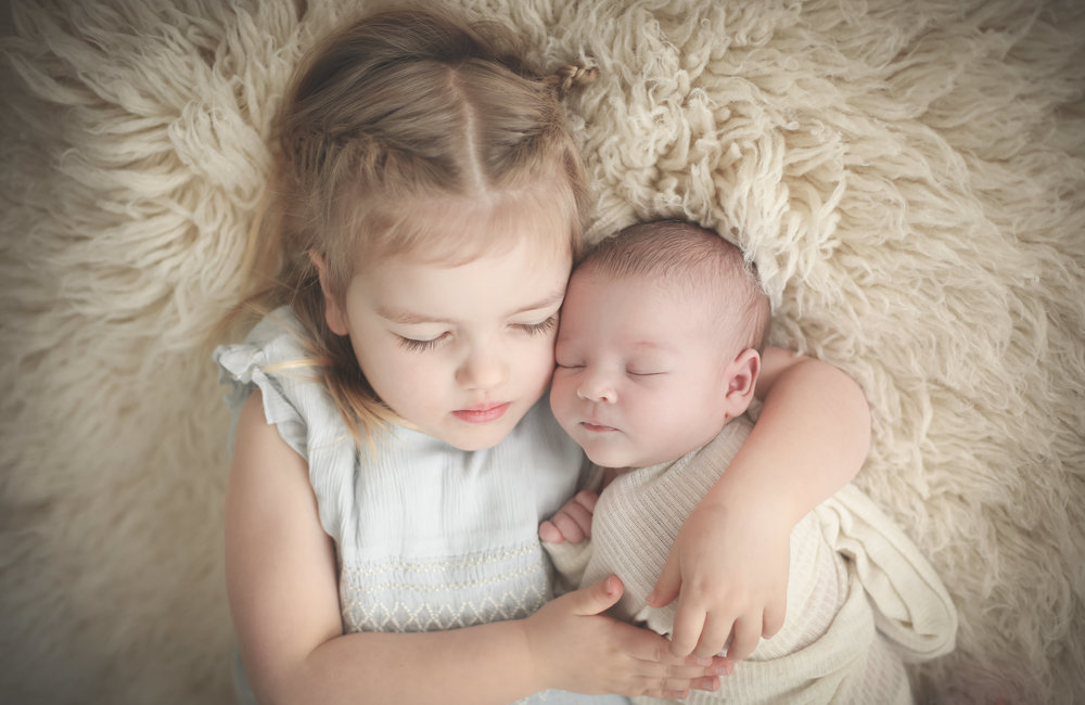 Newborn+and+sibling+photographs+cheshire