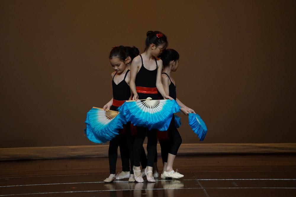 Chinese Fan Dance, Dance Mix (7-9)