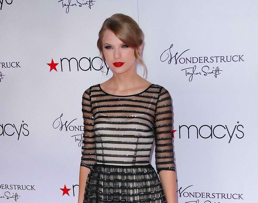 MACY'S Live At Macy's Taylor 1.jpg
