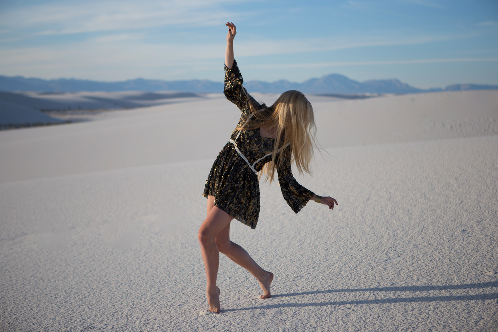 AstroBandit_JordanRose_WhiteSands_Dancing_WhiteSandsNationalMonument_GypsumSand_Fashion_1.jpg