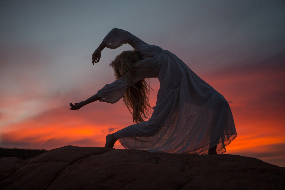 AstroBandit_ValleyOfFire_Sunset_WhiteDress_Dancing_Fashon_12.jpg