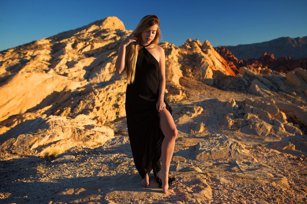 AstroBandit_JordanRose_ValleyofFire_GoldenHour_Fashion_LeonMax_7.jpg