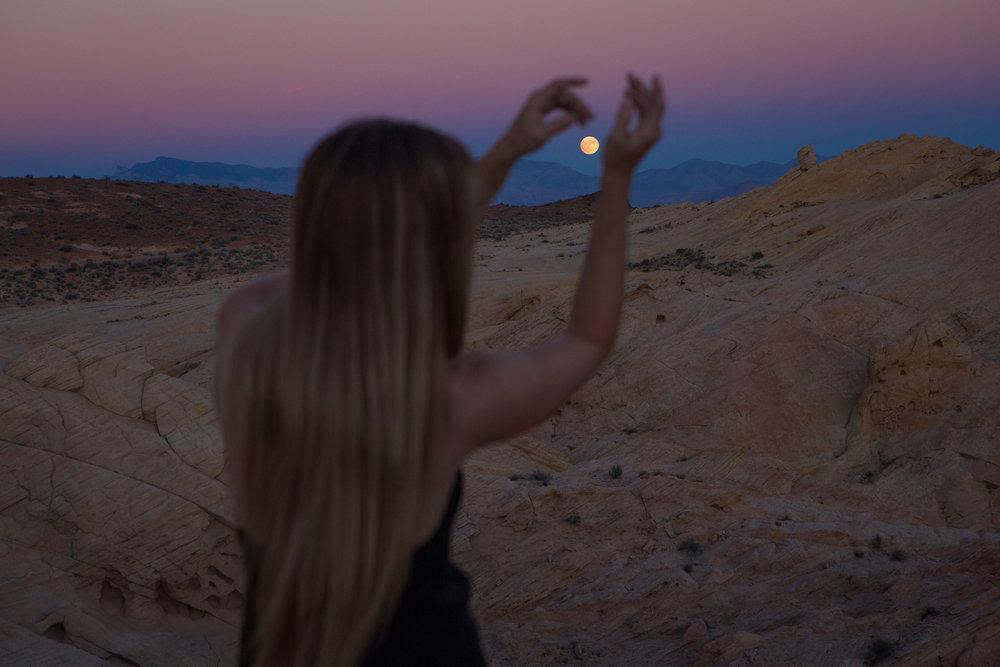 AstroBandit_JordanRose_ValleyofFire_GoldenHour_Fashion_LeonMax_Sunset_FullMoon_1.jpg
