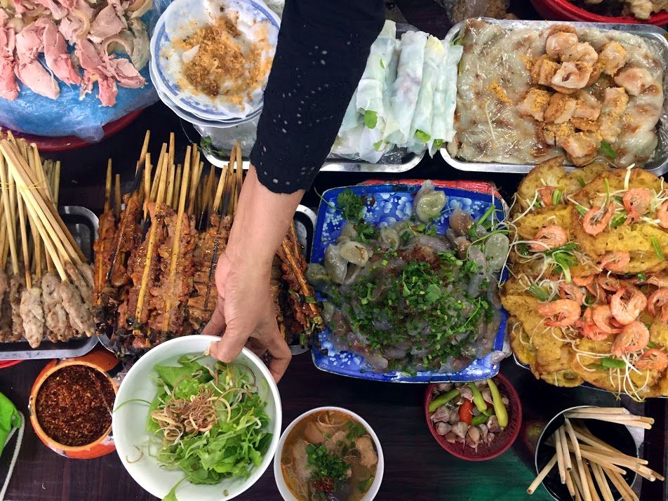 dong ba market hue vietnam food