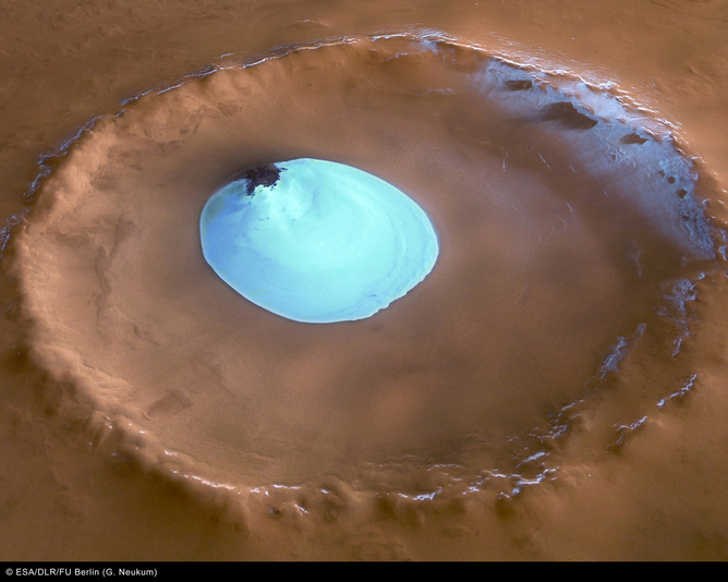 A frozen lake of water-ice on the floor of a 35 km wide impact crater on Mars. – Image Credit: ESA/DLR/FU Berlin (G. Neukum)