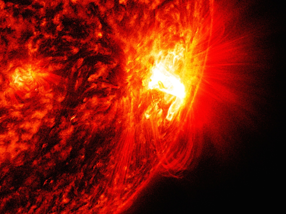 This solar flare occurred at the peak of the solar cycle in October 2014 with no observed eruptions. PPPL researchers say this is a promising candidate for studying the effect of guide magnetic fields - Image Credits: NASA