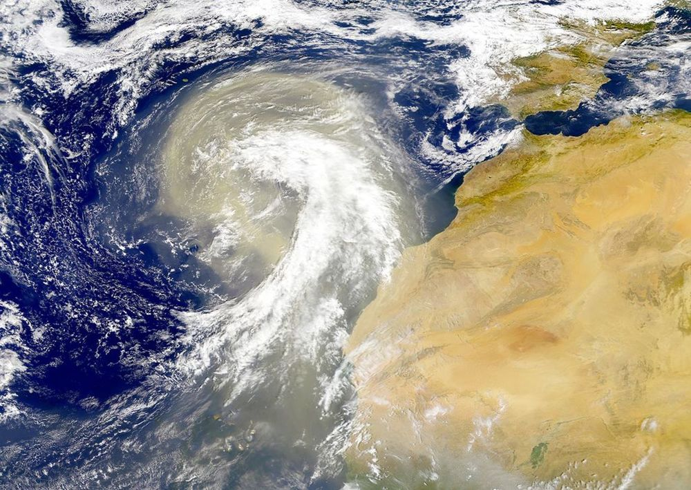 Sahara dust plume in 1998, heading over the north-east Atlantic Ocean. – Image Credit: NASA Visible Earth