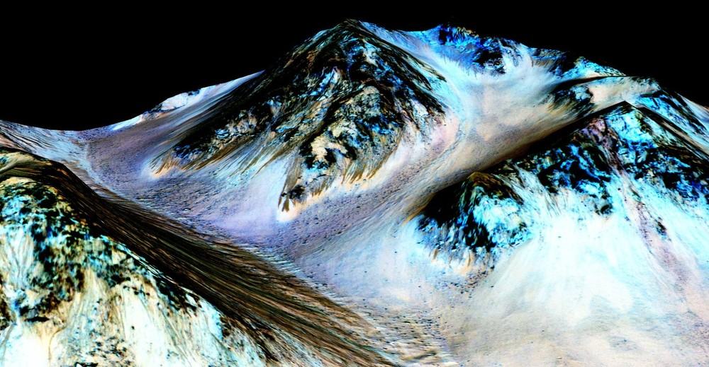 Streaks down Martian mountains are evidence of liquid water running downhill – and hint at the possibility of life on the planet. - Image Credit: NASA/JPL/University of Arizona, CC BY