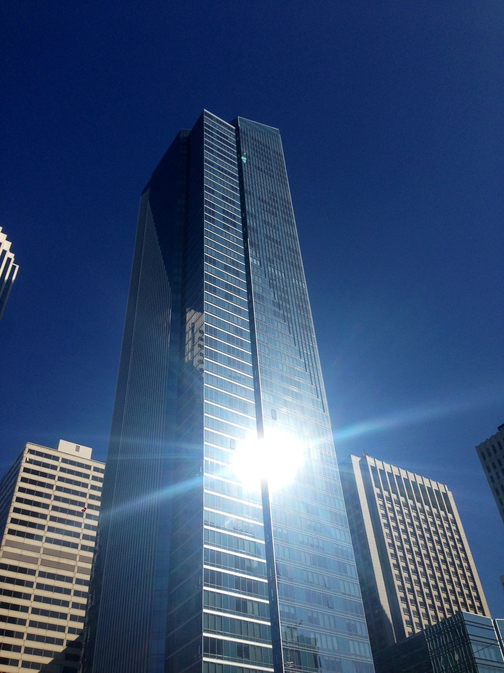 The Millennium Tower luxury skyscraper in San Francisco is sinking and tilting. – Image Credit:  MichaelTG/WikimediaCommons