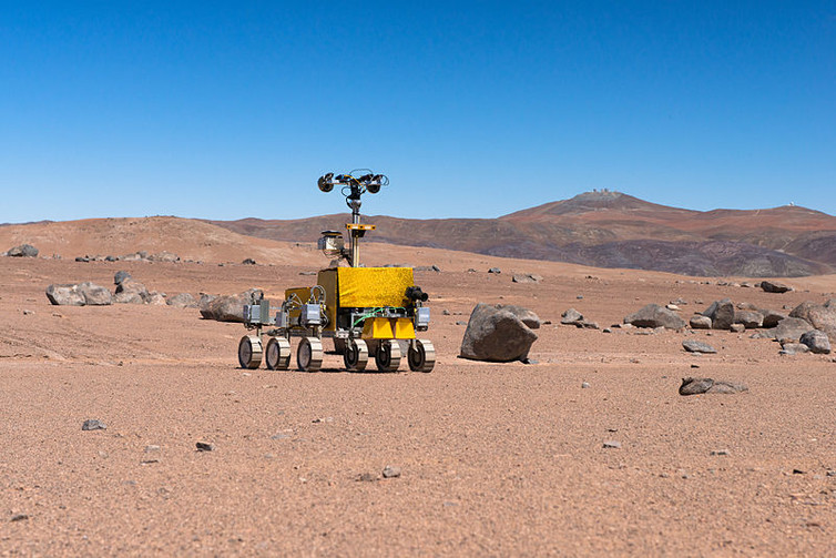 Mars rover being tested near the Paranal Observatory. - Image Credti: ESO/G. Hudepohl, CC BY-SA