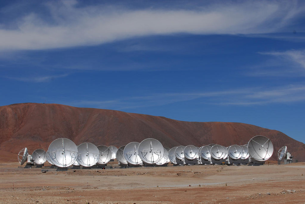 ALMA is an array of dishes located at the Atacama Desert in Chile. Image: ALMA (ESO/NAOJ/NRAO), O. Dessibourg