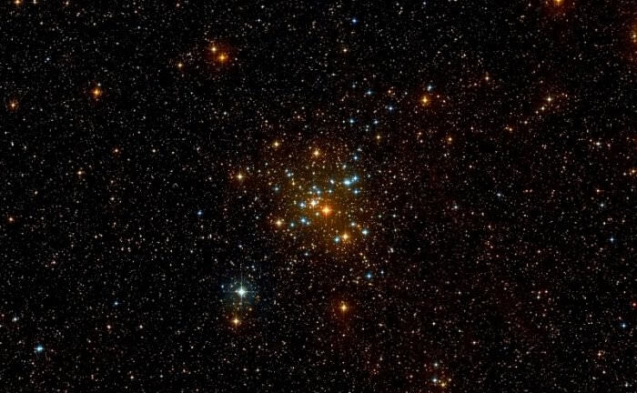 Image of the open star cluster Messier 41, highlighting its combination of red dwarf, white dwarf and K3-type class stars. - Image Credit: Wikisky