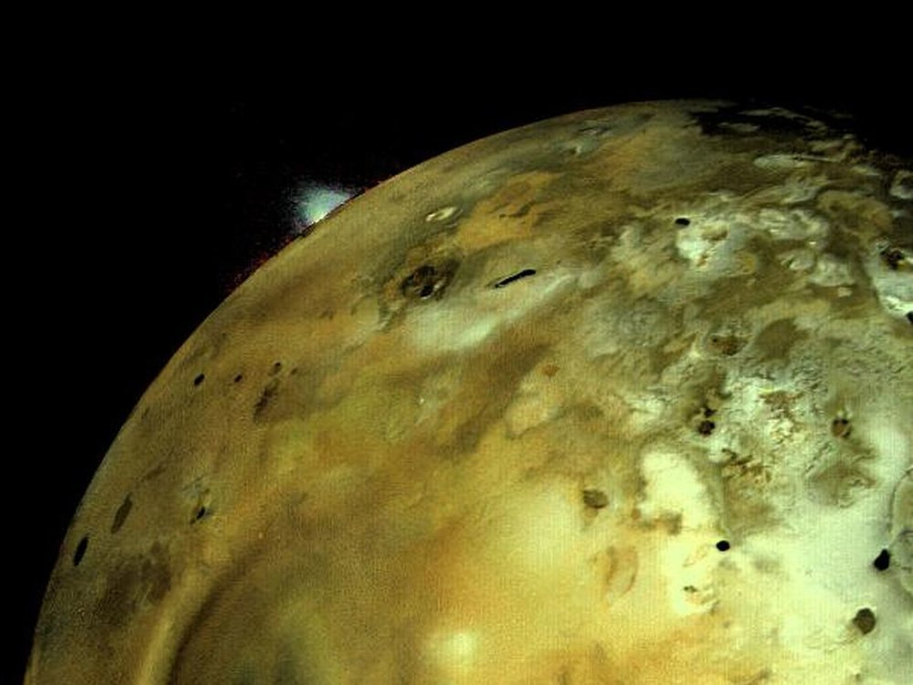 Voyager 1 captures a volcanic eruption on Jupiter's moon Io. - Image Credit: NASA/JPL