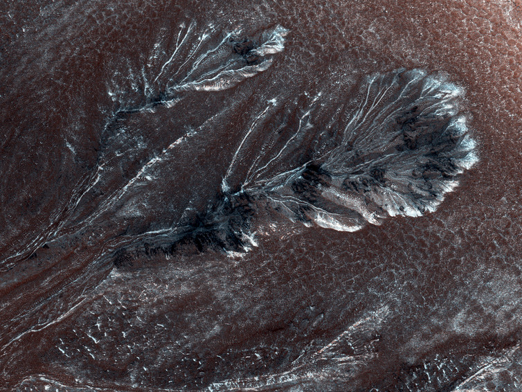 Seasonal frost (or snowfall?) in gullies on a crater wall on Mars, at 60⁰ N. This view is about 800 metres wide. - Image Credit: NASA/JPL/University of Arizona