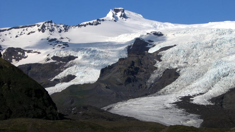 Destructive meltwater floods from both the 1362 and 1727 eruptions travelled down these valley glaciers. Author provided