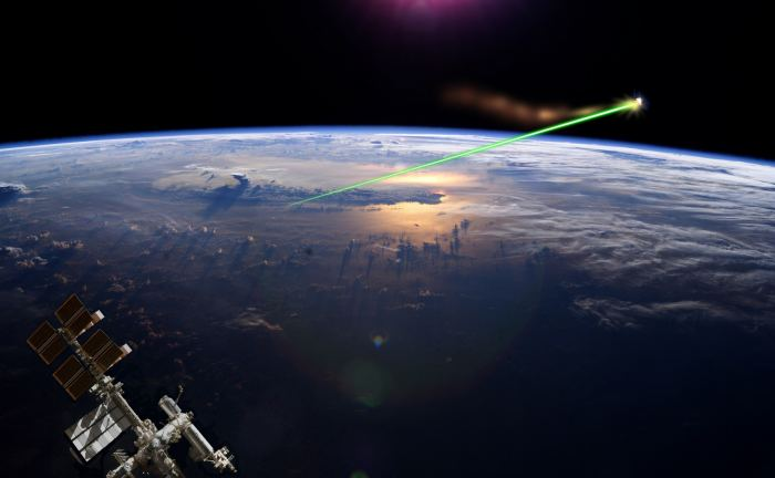 Artist's impression of a laser removing orbital debris, based on NASA pictures. - Image Credit: Fulvio314/NASA/Wikipedia Commons