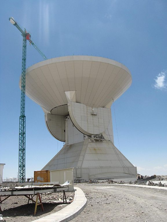 The Large Millimeter Telescope in Mexico - Image Credit: Luyten via  Wikimedia Commons