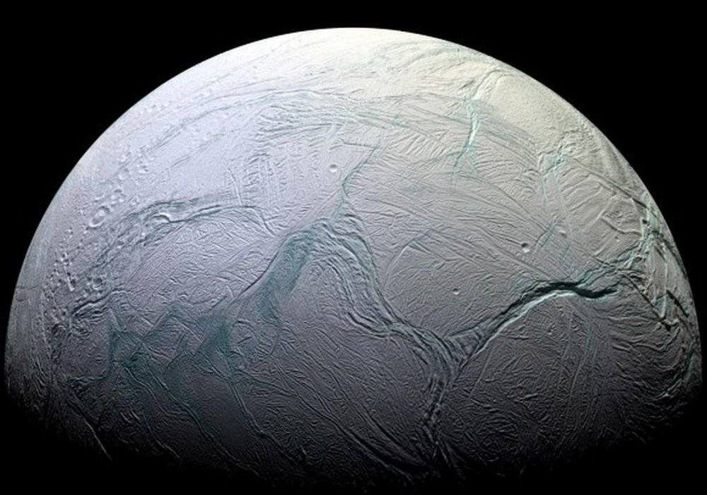 Enceladus in all its glory. NASA has announced that Enceladus, Saturn's icy moon, has hydrogen in its oceans. - Image Credit: NASA/JPL/Space Science Institute