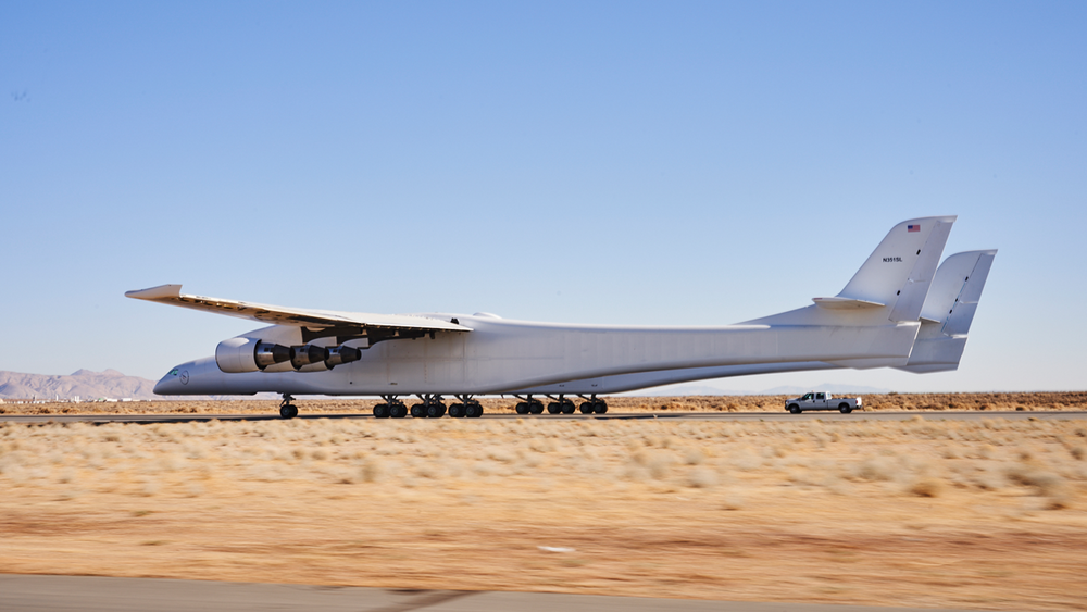 StratoLaunch's Roc aircraft performing taxi tests at the Mojave Air and Space Port. - Image Credit: Stratolaunch Systems Corp