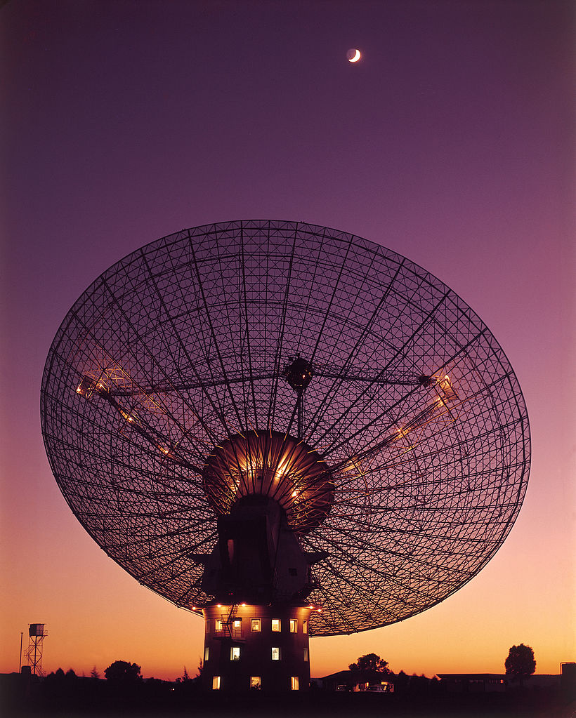 The 64m radio telescope at Parkes Observatory as seen in 1969, when it received signals from the Apollo 11 Moon Landing - Image Credit:  CSIRO via Wikimedia Commons