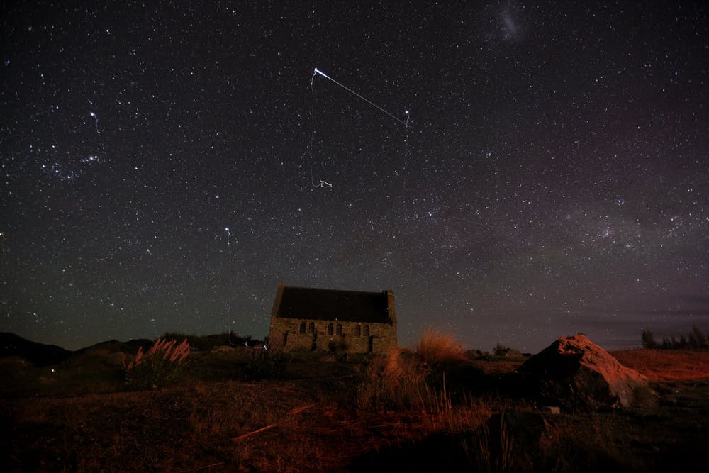 An Iridium flare in the night sky. - Image Credit:  Vanessa Patea ,  CC BY-NC-ND