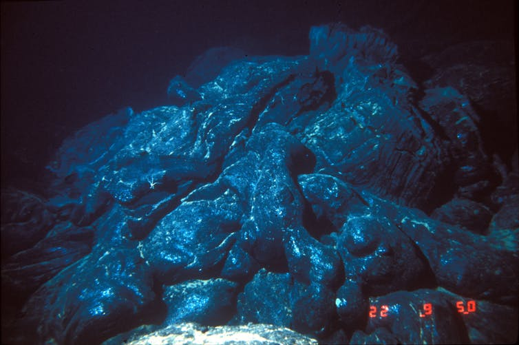 Pillow Lavas form underneath the ocean. - Image Credit:  National Oceanic & Atmospheric Adminstration (NOAA) via WikimediaCommons